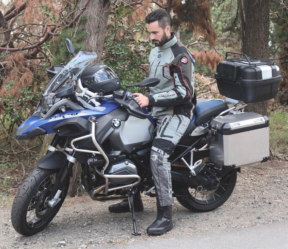 Guide Italian Abbigliamento moto touring milan pWZcgqc4