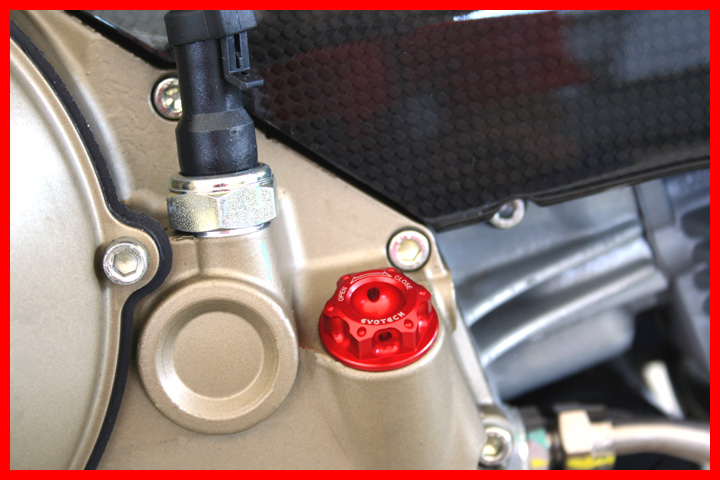 Evotech oil plug Ducati dry clutch Red