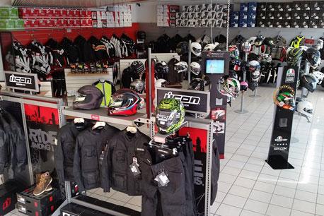 Foto Negozio MotoAbbigliamento Milano